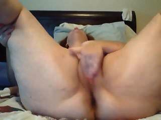 enorme bunda estava se masturbando sua própria buceta sem parar