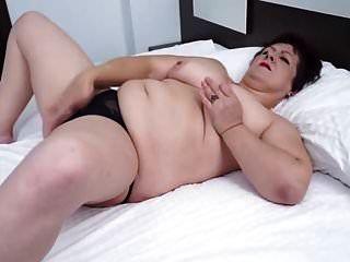 mamas naturais maduros vovó mostrando sua buceta suculenta
