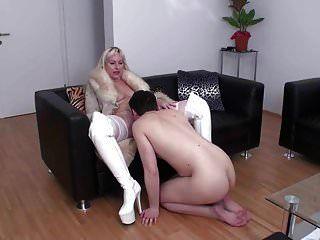 buceta femdom lambendo