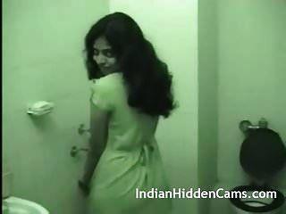 jovem esposa indiana tomando banho depois do sexo violento
