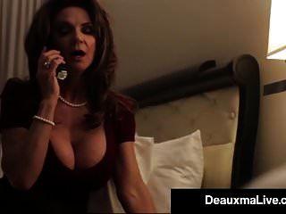 peituda texas cougar deauxma fode seu cara de serviço de quarto de hotel!