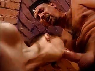 o padre e o faz-tudo duplamente vaginal e anal