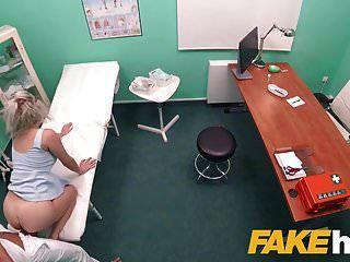 Fake hospital rápido porra dá loira grandes mamas brit multip