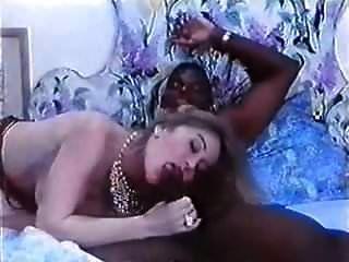 moana pozzi ir sexo a clinica delle ispezioni anali (1994)