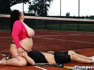 bbw robusto sixtynining na quadra de tênis