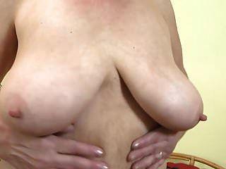 gilf com grandes mamas flácidas e buceta peluda