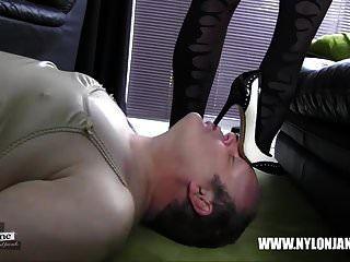 calcinha de cetim nylon galo adoração do pé e masturbar com milf quente