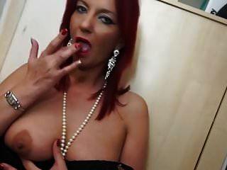 dona de casa britânica com tesão brincando com sua buceta