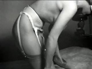 Eu sou uma mulher vintage 50 peituda striptease meias