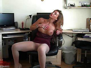 secretária sexy joga em pura meia-calça sem costura
