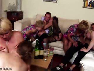 festa privada insana com mães maduras e filhos