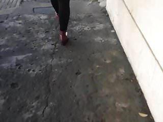agarrão de culo a puta zorra na rua
