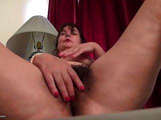 Dona de casa americana madura com buceta muito peluda