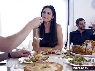 mãe fode filho e come teen creampie para ação de graças
