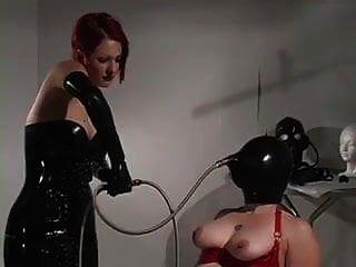 escravo em látex introduzido para respirar