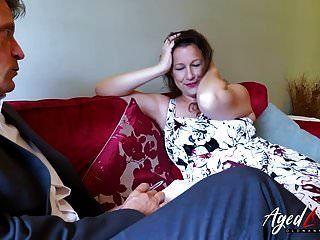 oldlove bussinesman seduzido pela mãe madura quente