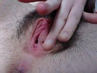 linda buceta peluda para jovem (close-up)