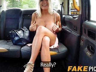 milf lesbo peituda dedos no cu para uma corrida de táxi
