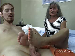 um trailer de fantasia de fetiche por pés