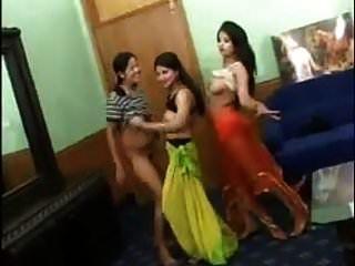 3 garotas indianas sexy tira a dança nua