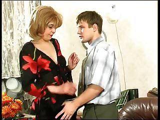 nylon russo maduro e jovem rapaz