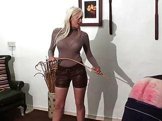 caning punição pelo quente jovem loira amante em couro sh