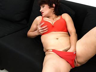 mãe sexy amador com buceta peluda molhada