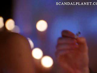 cena de mamas nuas em topless angelina jolie em scandalplanetcom