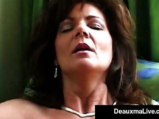 fumar quente cougar deauxma bate sua boceta \u0026 bunda com um charuto