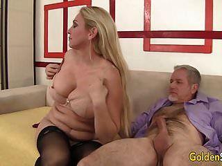 puta madura suga um pau e leva-lo em sua vulva