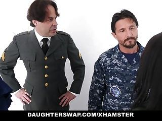 daughterswap pais militares amor trocando filhas