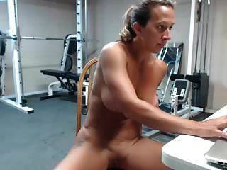 esguicho de músculo de milf feminino muito quente