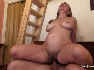 puta peluda com grandes mamas adora fazer sexo.mp4