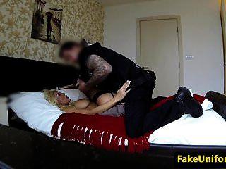 puta loira peituda pussyfucked pelo policial