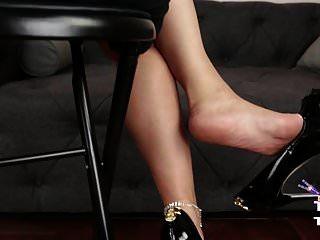 porque nylons, saltos e meia-calça são muuuito sexy!