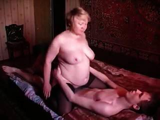 mãe russa e filho russa mulher velha e jovem rapaz 3