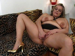 mãe de bomba de sexo maduro com grandes seios flácidos