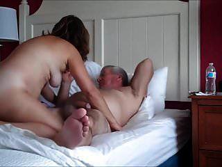 Casal maturo fazendo sexo