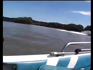 sexo em público em um barco