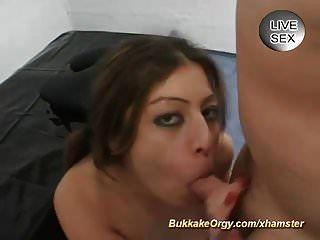 cum bebendo adolescente alemão em uma orgia bukkake selvagem