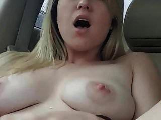 grandes mamas lactantes no carro com vibrador