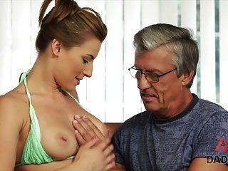 daddy4k. sexo com o pai dela bf depois da piscina