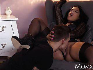 mãe kinky grandes mamas milf latina em suspensórios de meias