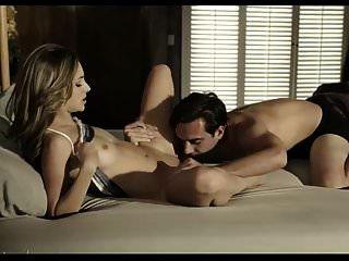 um cara com tesão acorda uma garota para sexo