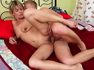 sexy loira vovó fica fodida por menino
