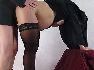 freira grávida tomada de surpresa e fodida por trás