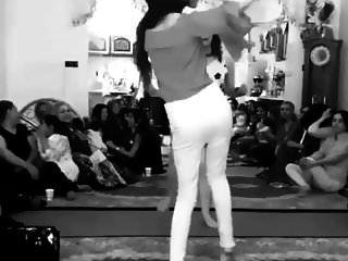 menina iraniana dançando sem calcinha