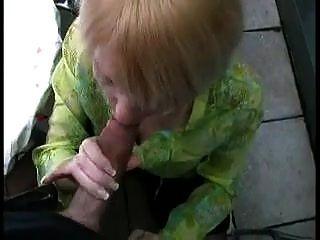 Milf alemão quente fodido na bunda dela