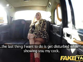 falso táxi loira bombshell sexy faz backseat sexo anal