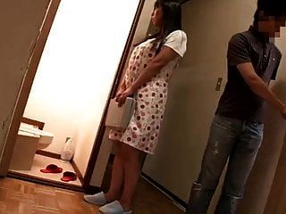 mãe frustrada seduz o professor particular da filha